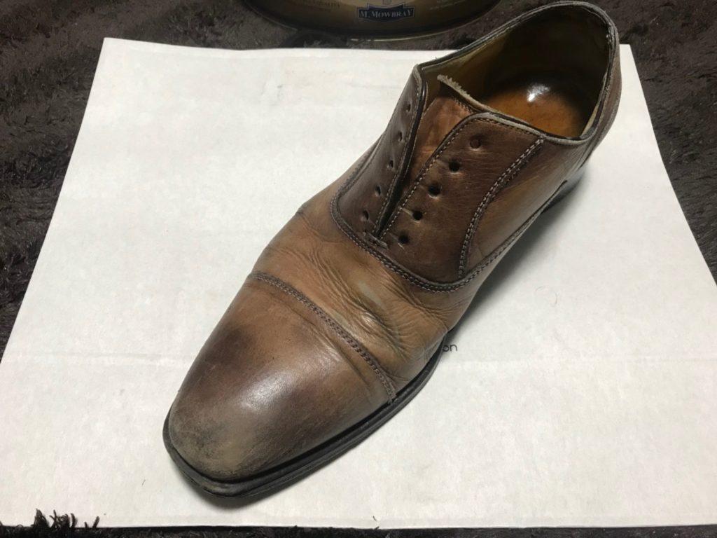革靴 靴紐を解く